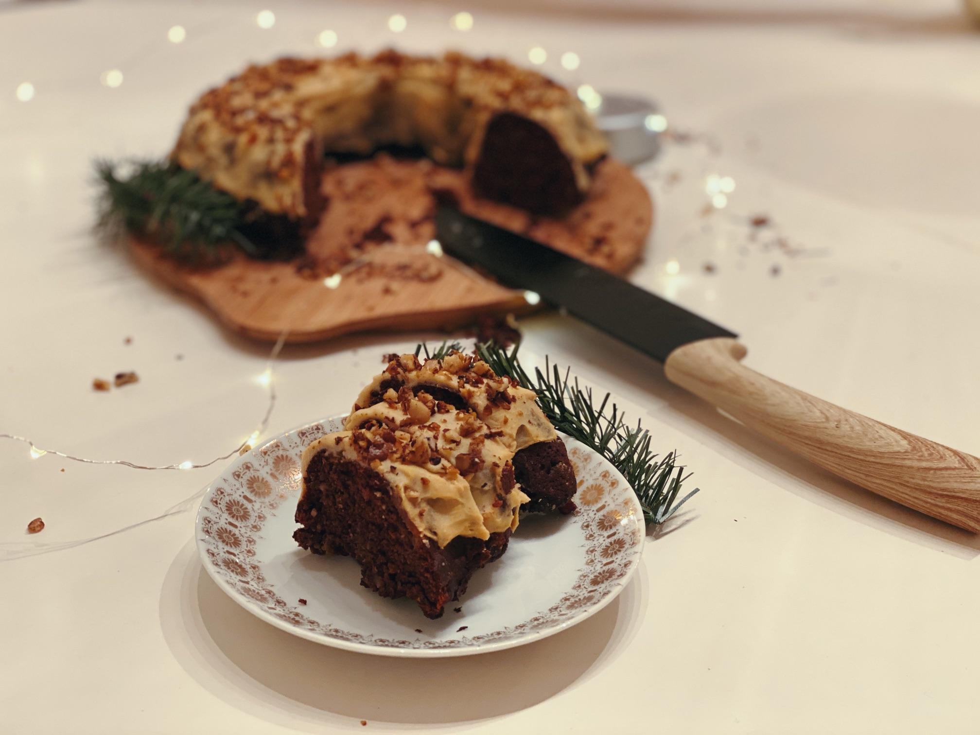 Prăjitură festivă Bundt – rețetă pentru masa de Crăciun